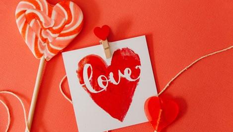 Как различните зодии ни държат на къса любовна каишка