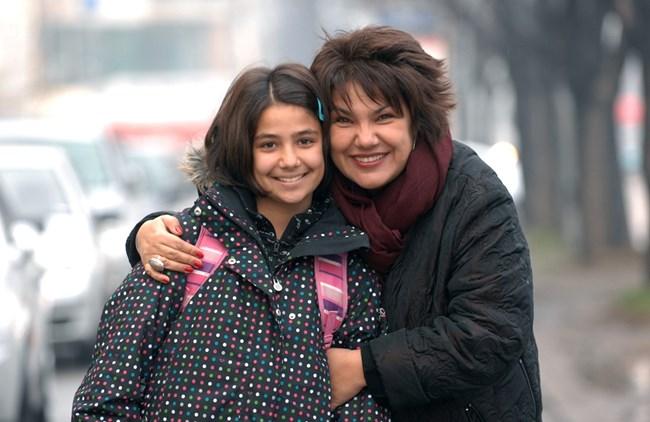 Мартина Вачкова с дъщеря си Рада, която можеше да бъде трето поколение актриса.