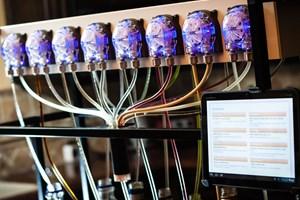 Роботизиран барман не бави поръчките
