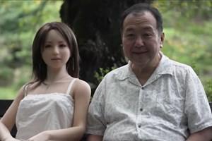 Сенджи Накаджима и неговата любима Саори