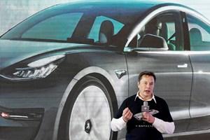 """Илон Мъск спря да приема биткойни за закупуването на """"Тесла""""."""