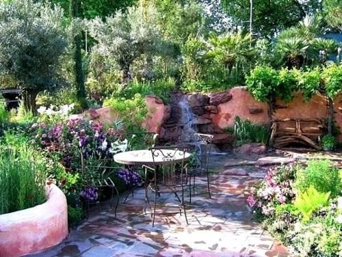 Средиземноморски стил в градината