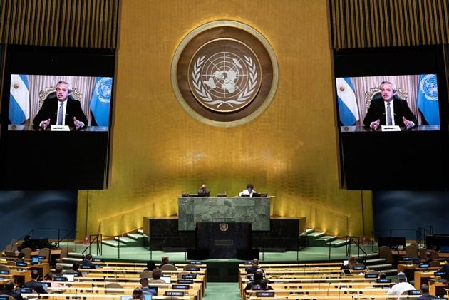 Страните от Латинска Америка поискаха свободен достъп до ваксини и заеми
