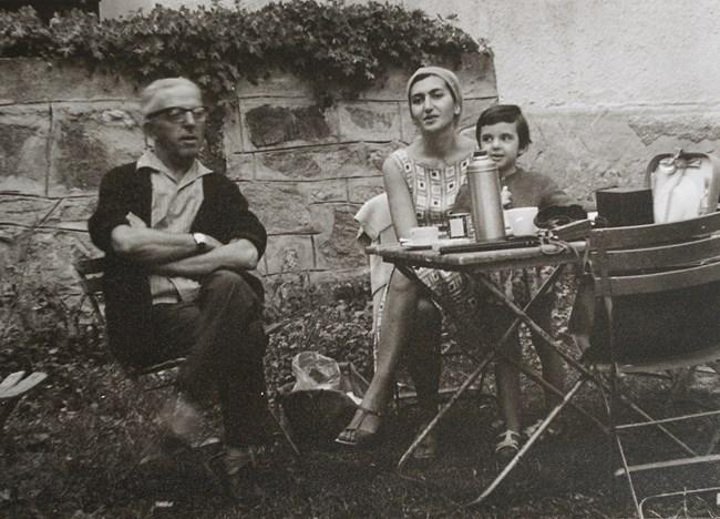 Малката Теодора с родителите си - цигуларката Лиляна Бушева и Димитър Димов