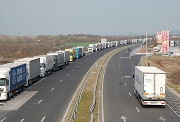 България изтегля спешно шофьори, поставени под карантина в Турция