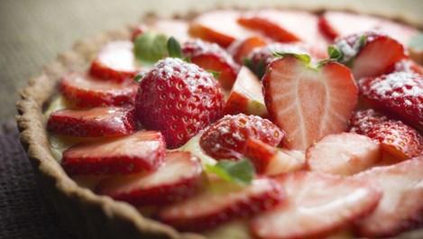 Бърз тарт с ягоди и банани