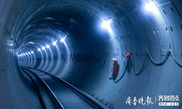 Завършен бе най-дългият подводен жп тунел в Китай