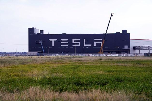 Tesla с печелившо трето тримесечие, скок в акциите на компанията