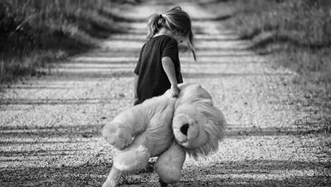 Стъпки, с които преодоляваме травмите от трудното детство