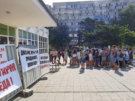 Протестното шествие в Бургас блокира за малко централната част на града
