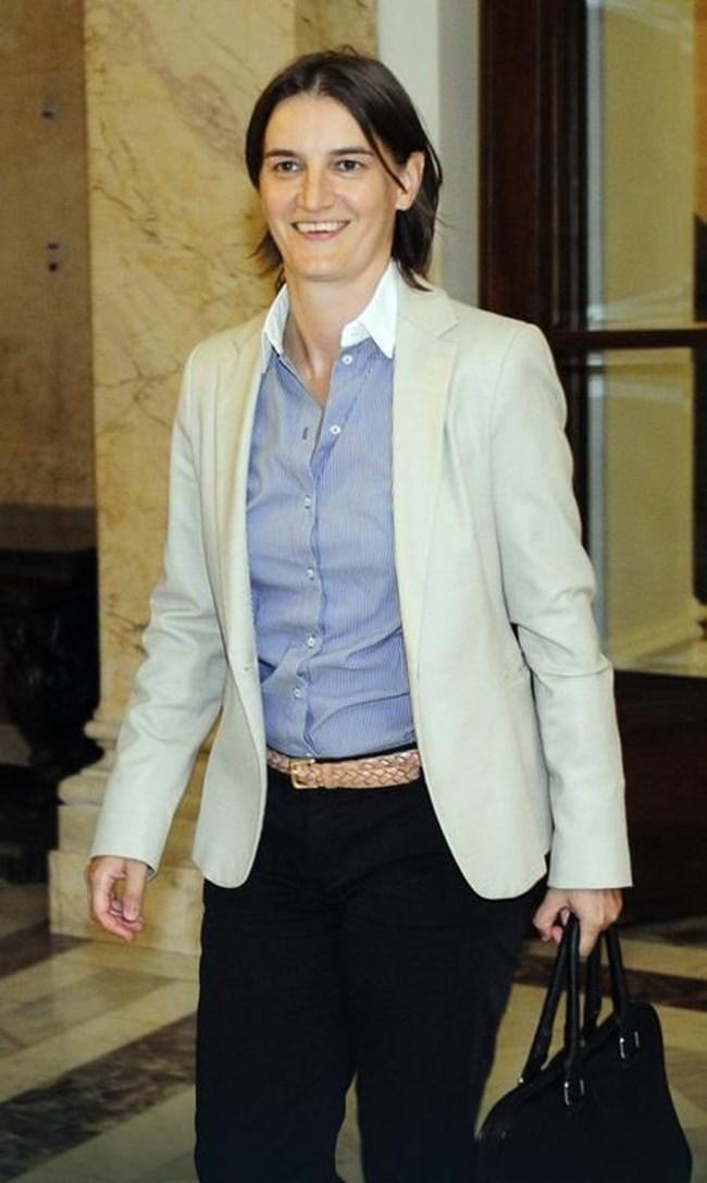 Новият  министър на държавната администрация и  местното самоуправление Ана Бърнабич не крие сексуалната си ориентация, а говори за нея с гордост.