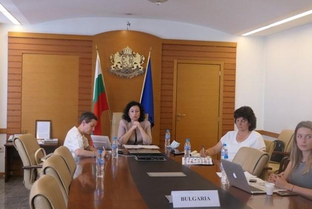 Десислава Танева (в средата) Снимка: МЗХГ
