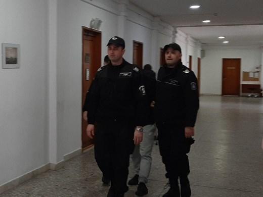 Хамалинът, който скри в спалнята 2 кг. кокаин от пратка за милиони, в затвора за 34 месеца