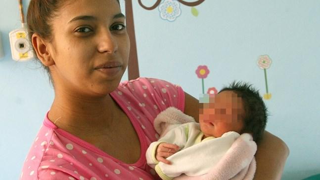 Родителите на първото бебе за новото десетилетие ще хвърлят пъпа му в училище