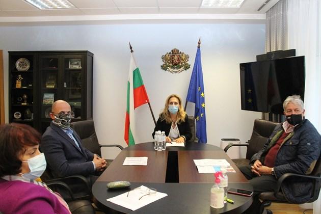 Вицепремиерът Николова проведе работна среща с представители на КРИБ и БХРА