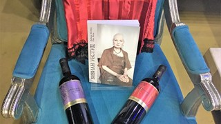 Празнуваме Вивиан Уестуд със супер парти и уникални вина
