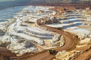 """Рудник """"Есенниците"""" е източникът на кварц-каолинова суровина за двете най-големи фабрики на предприятието - тези във Ветово и Сеново."""