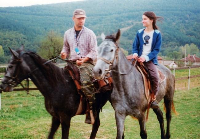 Посещавайки селско ранчо се влюбила в природата. После станала най-преданата учителка на деца, за да ги докосне до нея.