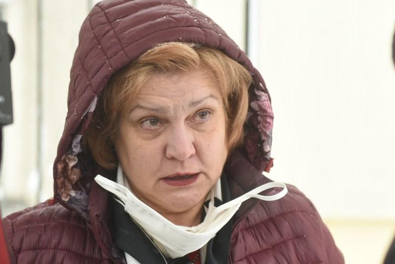 Сред първите да се тестват във ВМА влезе шефката на комисията по бюджет и финанси Менда Стоянова СНИМКИ: Велислав Николов