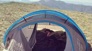Бременната Преслава почива на палатка (Снимки)