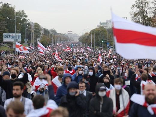 Над 100 хил. протестираха срещу Лукашенко в Беларус (Снимки)