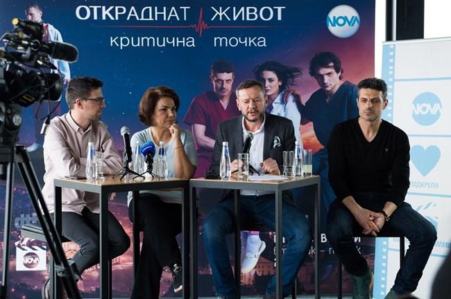"""Евтим Милошев (в средата) разказа за новите актьори в """"Откраднат живот"""". Един от тях е Велислав Павлов (до него)"""