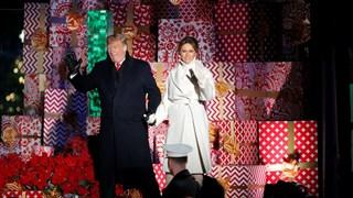 Доналд и Мелания Тръмп запалиха светлините на коледната елха (Снимки)