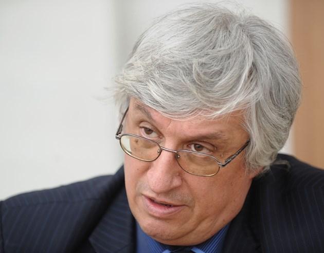 Иван Нейков: Излизането от икономическата криза ще бъде не по-рано от 1 година