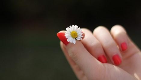 Как да накараме ноктите да заблестят с натурални средства