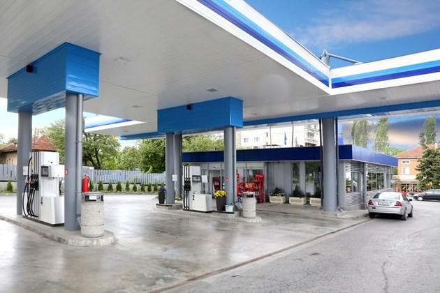 Финансисти очакват горивата да паднат още с поне 20 ст.