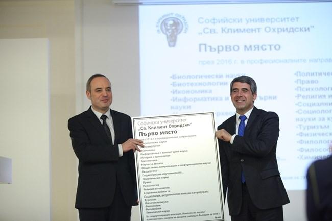 Ректорът на СУ проф. Анастас Герджиков бе награден от президента Росен Плевнелиев.