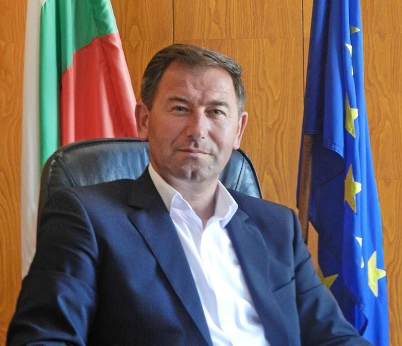 Кметът на Мадан Факри Мулайсенов е един от хората, от които Чападжиев очаква парите да отидат по предназначение и нито лев да не бъде отклонен.
