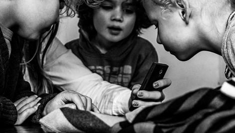 Дете със смартфон - бързо развитие или прекалена опасност?