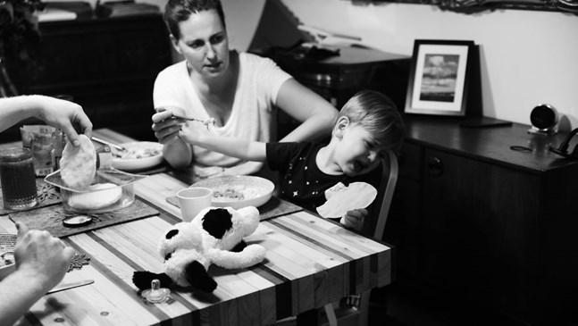 Как реално изглежда майчинството извън перфектните снимки в инстаграм