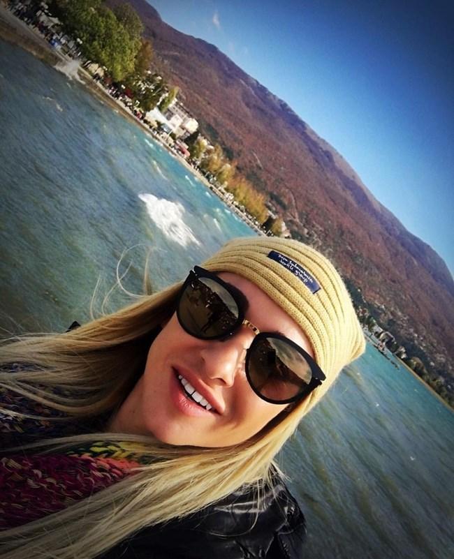 Алекс Раева обича да пътешества