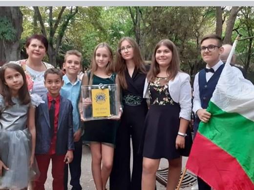 "Вокално студио ""Слънчеви ноти"" изнесе концерт във Варна"