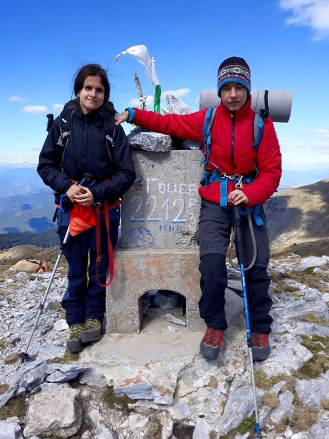 Първият връх, който Виктор и Калинка изкачват като семейство, е Гоцев – 2212 м.