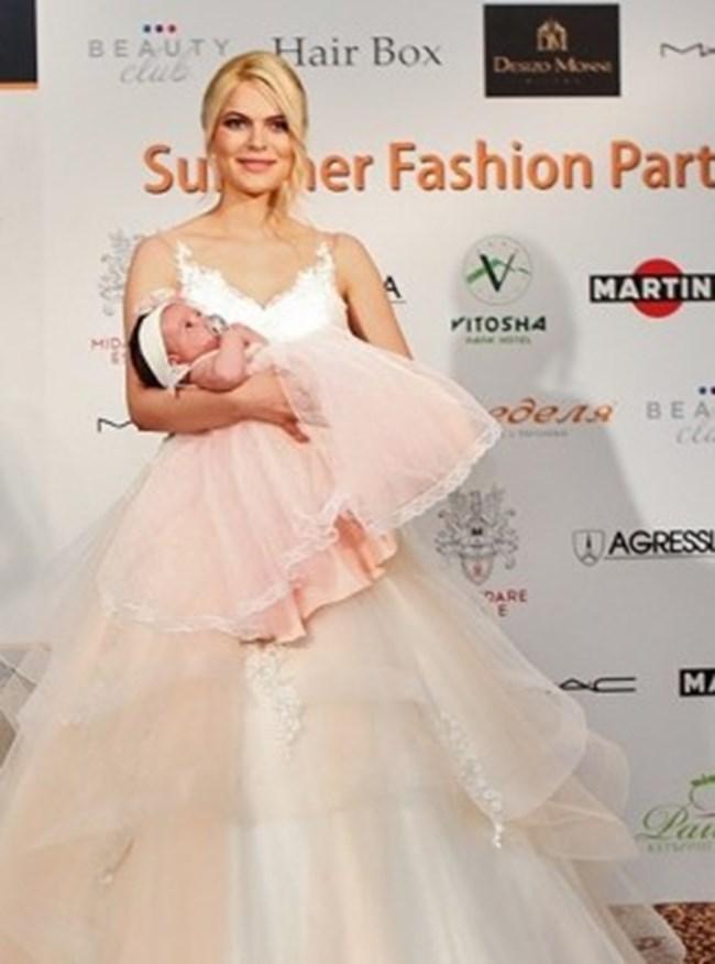 Вероника показа дъщеря си пред гостите