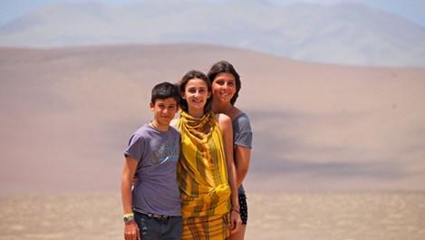 Княз Кирил заведе 3-те си деца на ваканция в пустинята
