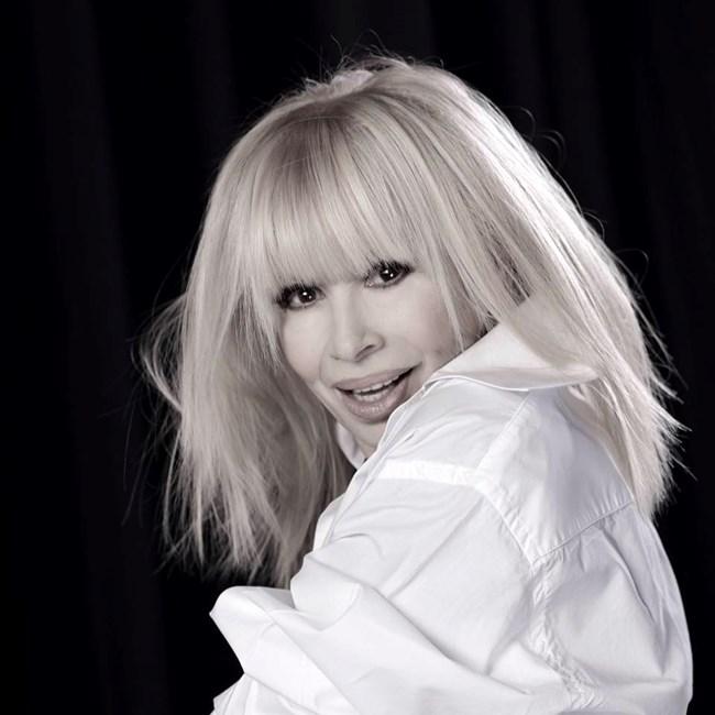 Лили Иванова Снимката е от фейсбук страницата на певицата