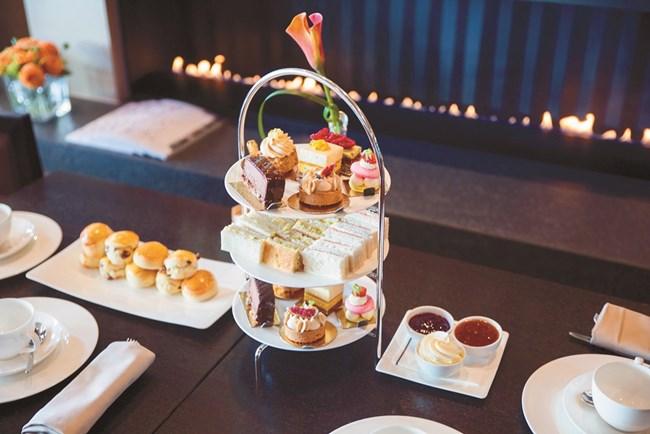 Започва с най-обикновен кулинарен блог като десетки други, а днес е сладкар в луксозен швейцарски хотел.