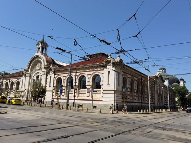 Сградата е строена две години