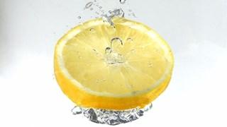 За какво помага лимоновата вода?