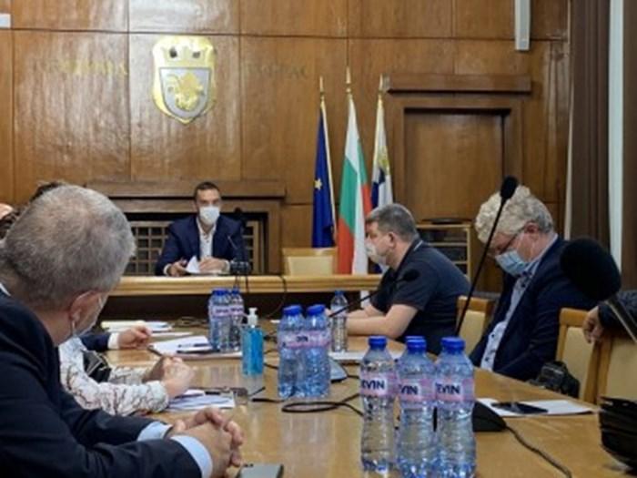 Общинският кризисен щаб в Бургас заседава ежедневно.