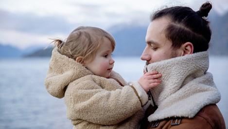 Когато самотен баща отглежда момиче