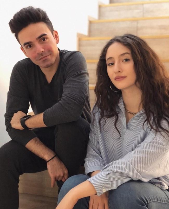 Алма прави песните си в съавторство с румънския продуцент Крис Трейс-Моноар.