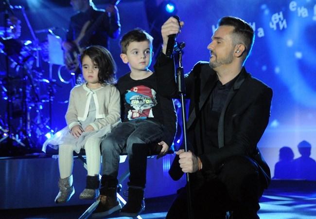 Графа излезе с децата си на един от концертите си преди няколко години.            СНИМКА: БУЛФОТО