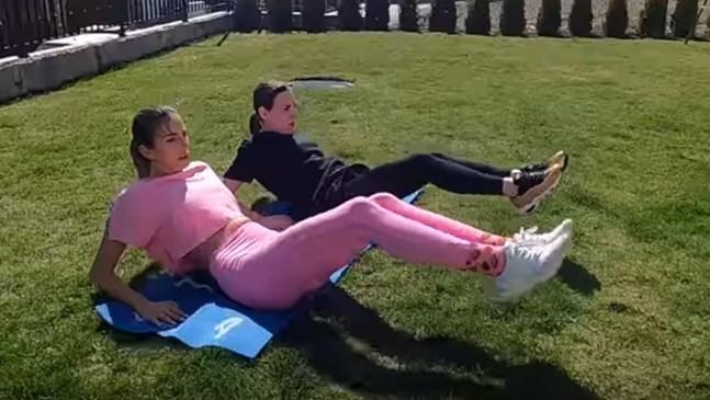 Алекс Петканова направи клип с тренировка за майки по време на карантината (Видео)