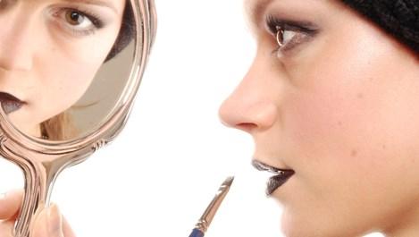 Къшън фон дьо тен и маска за нокти – новите жрици на красотата
