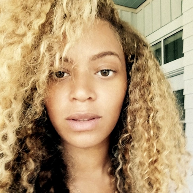 И кралица Бионсе не остана по назад и помести селфи без грим в едноименния си блог, снимка: Instagram/Beyonce